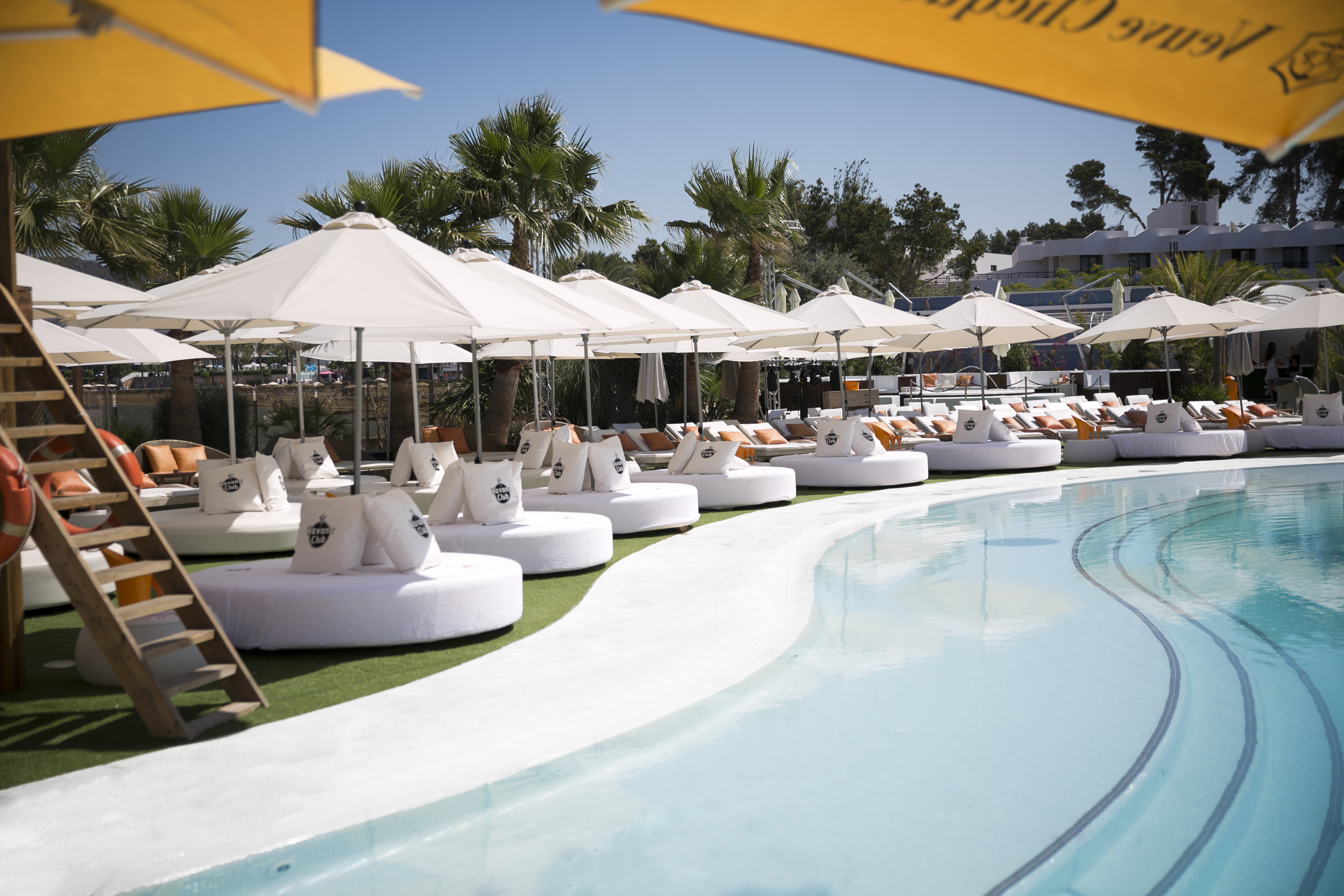 ocean beach ibiza  g lifestyle - cabana  jacuzzi table prive poolside beds